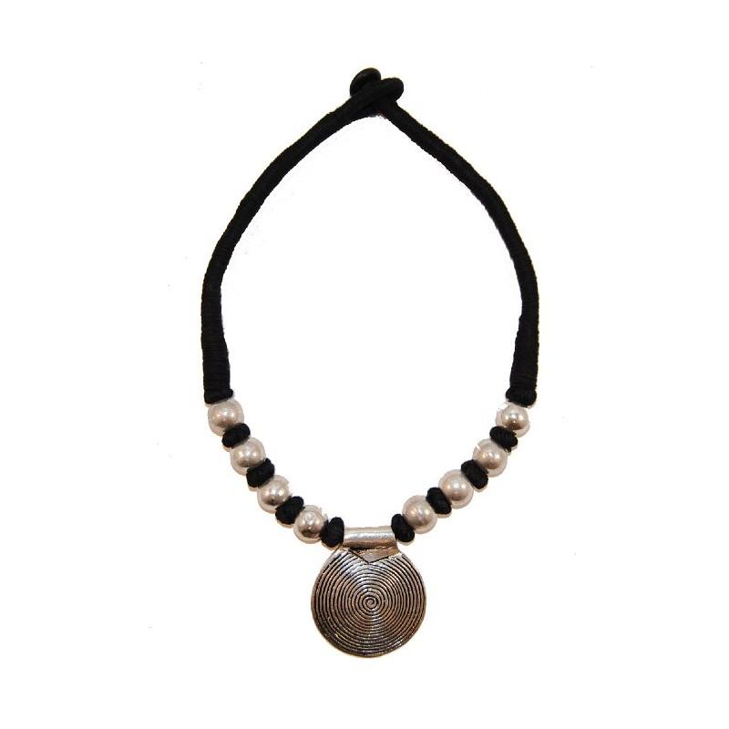 collar tibetano negro