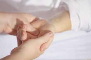 Le massage des mains
